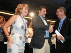 Rajoy arropa a Aguirre como presidenta del PP