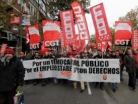 Cientos de ferroviarios protestan ante Fomento contra la privatización del ferrocarril
