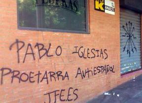 Una pintada contra Pablo Iglesias en TeleK le acusa de