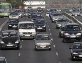 Tráfico denso en la Calle 30 a causa del corte de dos carriles en el Vicente Calderón