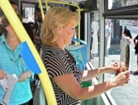 Los libros 'se cuelan' en el transporte público