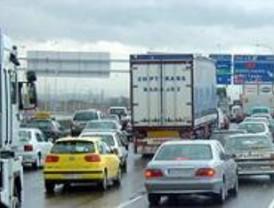 Los accesos a Madrid registran 40 kilómetros de atascos