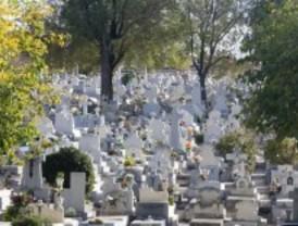 Detenidos por sustraer 14 crucifijos de las lápidas del cementerio de Vicálvaro