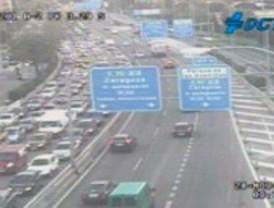Jueves de tráfico intenso en las carreteras