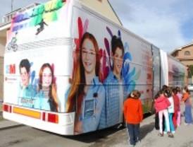 Un 'bus' enseña a prevenir accidentes laborales a los escolares de Valdemoro