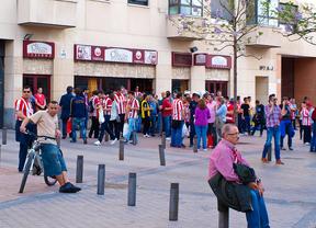 Aledaños del Estadio Vicente Calderón horas antes del partido entre el Atlético de Madrid y el Barcelona F.C.