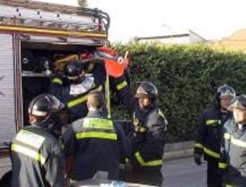 Dos heridos al caer por el hueco de una nave industrial en Vallecas