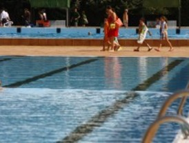 Paros del personal sanitario en las piscinas municipales