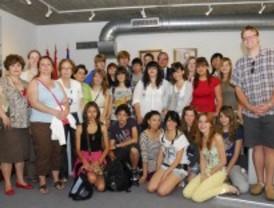 El alcalde de Valdemoro da la bienvenida a un grupo de estudiantes de Chicago