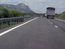 Un muerto y dos heridos graves al volcar su vehículo en la carretera de Burgos
