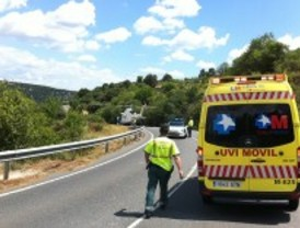 Un motorista, grave tras chocar con otra moto y caer por un barranco de 5 metros de altura