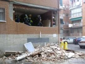 Una explosión de gas en un edificio de San Blas provoca quemaduras a cinco personas