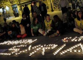 Varias ONG organizan una vigilia por la guerra de Siria en la plaza del Reina Sofía