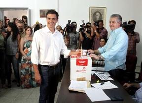 Pedro Sánchez vota en Tetuán convencido de que las urnas apostarán por