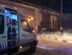 Dos heridos, uno de gravedad, tras salirse su vehículo de la calzada en Leganés