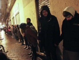 Cadena humana en apoyo a los 'okupas de Bankia'