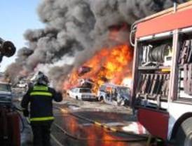 Arden unas 25 toneladas de chatarra en un incendio originado en Loeches