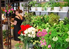 La calle Jorge Juan acoge un mercado de las flores de carácter europeo