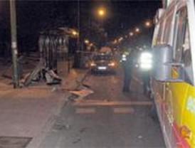 Dos personas atropelladas en la marquesina de un autobús