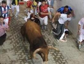 El corredor madrileño herido en el primer encierro de Pamplona abandona el hospital