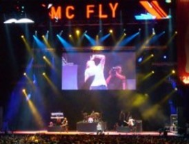 Mc Fly y Maldita Nerea provocan euforia en el Palacio de los Deportes