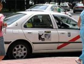 Los taxistas de Madrid se manifestarán el lunes contra la prohibición de llevar publicidad
