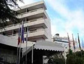 Cuatro encapuchados se llevan 6.000 euros de un hotel de lujo