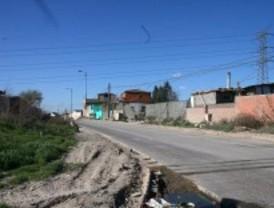 La Guardia Civil libera a una joven encerrada en una vivienda en la Cañada Real