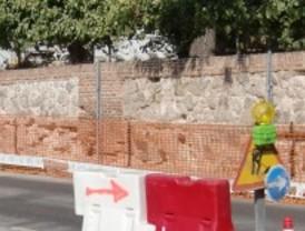 Restauran el muro histórico del parque de El Capricho