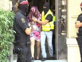 Desarticulada en Barcelona una 'triada' que obligó a prostituirse a un centenar de mujeres