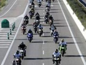 Los motoristas vuelven a manifestarse para protestar por los quitamiedos