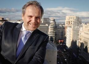 Entrevista a Antonio Miguel Carmona, candidato del Psoe a la alcadía de Madrid, en la Terraza de Gran Vía por Constantino Mediavilla.