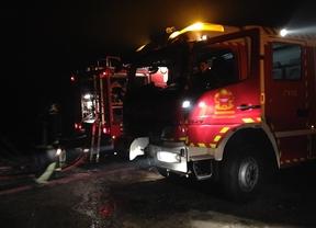 Arden dos almacenes de fruta en Aldea del Fresno