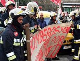 Unos 200 bomberos de Madrid Calle 30 se concentraron para reivindicar mejoras laborales