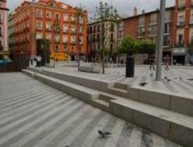 Vecinos celebran un desayuno popular en la Plaza de la Luna