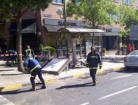 Aparatoso accidente en la glorieta Luis Rosales