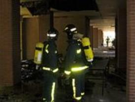 Treinta y cuatro afectados por el incendio de un edificio de viviendas en Mirasierra