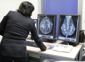 Madrid aparca siete meses las mamografías preventivas para 30.000 mujeres