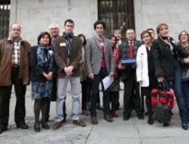 La protesta contra el derribo del IES Mirasierra llega al Ayuntamiento
