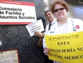 Médicos de la Consejería de Familia solicitan trabajo en Sanidad