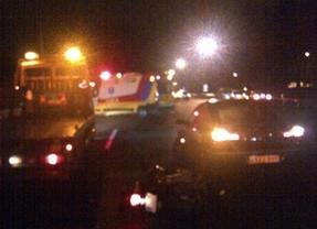 Un coche arrolla a un motorista en el arcén de la A-3