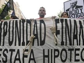Miles de afectados por hipotecas piden justicia ante la impunidad financiera