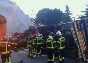 Fallece el conductor del camión volcado en el acceso a la A-1 desde la M-40