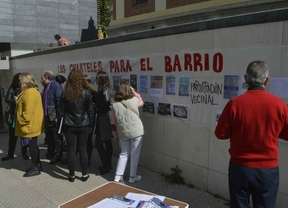 Concentración a las puertas del teatro Daoíz y Velarde