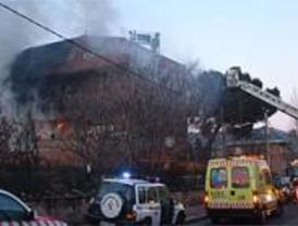 Un cortocircuito provoca un incendio en un local de alterne de Collado Villalba