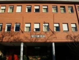 Una veintena de vecinos de Parla mejoran los colegios públicos de la localidad
