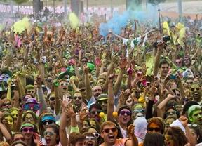 10.000 corredores se 'tiñen' de colores en la Holi Run