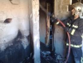 Cinco intoxicados leves tras un incendio en una vivienda de Alcalá de Henares