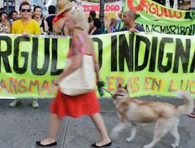 Cientos de personas participan en la marcha del 'Orgullo Indignado'