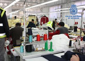 Detenida por hacinar a 44 trabajadores extranjeros en dos talleres ilegales